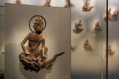 国宝の扉絵、梵鐘、雲中供養菩薩像などの貴重な遺産を収蔵・公開する「鳳翔館」/鳳翔館