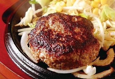 「パスタ・デ・ココ 各務原三ツ池店」で味わえるココイチのハンバーグ「レギュラーハンバーグ」(600円、味噌汁とライスのセットは+250円)。17:00〜オーダー可能