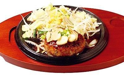 「にんにくバターしょうゆハンバーグ」(720円)は、醤油とバターの香りが食欲をそそる
