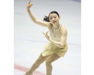 紀平梨花、西日本ジュニア選手権でのショートプログラムの演技