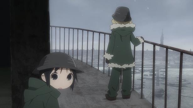 「少女終末旅行」第8話の先行カットが到着。見覚えのある石像に遭遇!