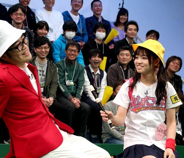 【写真を見る】鈴木が「これはまずい!」と悲鳴をあげた高橋の小学生ルック