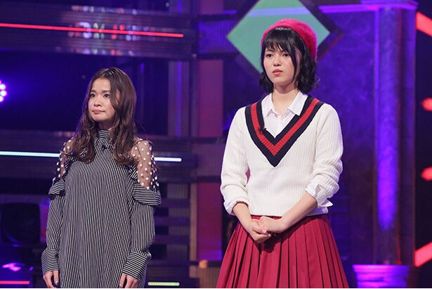 Aブロックを勝ち抜いて準決勝に臨むプロのアーティスト・fumika(左)と、高校1年生の柿原穂乃佳(右)