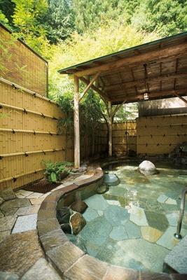 美肌の湯「生涯青春の湯 つるつる温泉」。1Fにはパノラマ食堂もある。入浴料は大人820円(3時間)