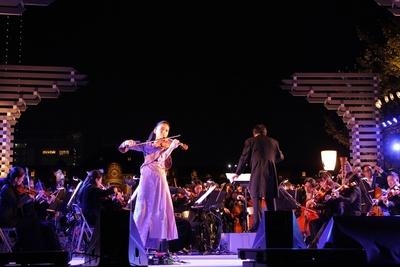 ヴァイオリニスト宮本笑里と東京ニューシティ管弦楽団による「You Raise Me Up」
