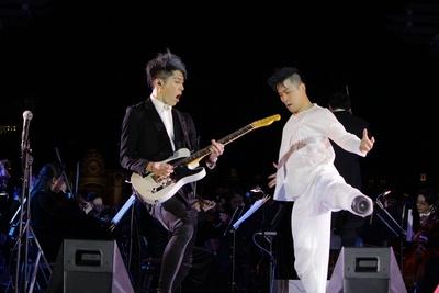 【写真を見る】ギタリストのMIYAVIと義足ダンサー大前光市は「炎のランナー」でコラボレーション