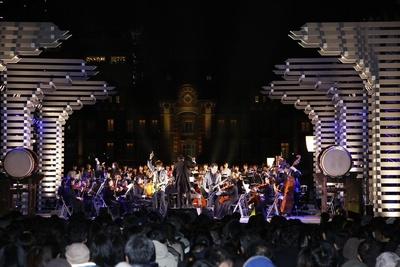 東京駅をバックにイベントは壮大な演奏で幕を下ろした