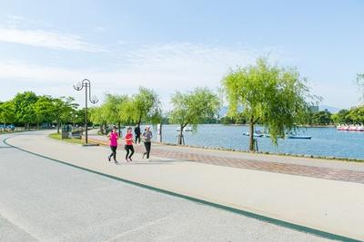「大濠公園」。ランニングコースとしても人気