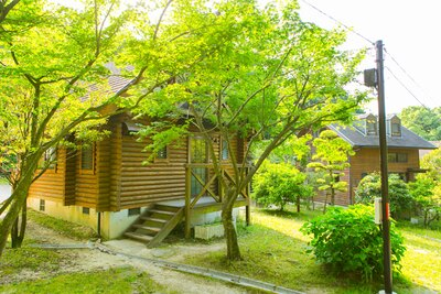 「大野城いこいの森」。ロッジやテントなどの宿泊も人気