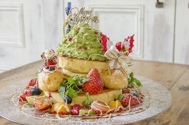 人気パンケーキ店・アクイーユの「クリスマスツリーパンケーキ」(税抜1850円)