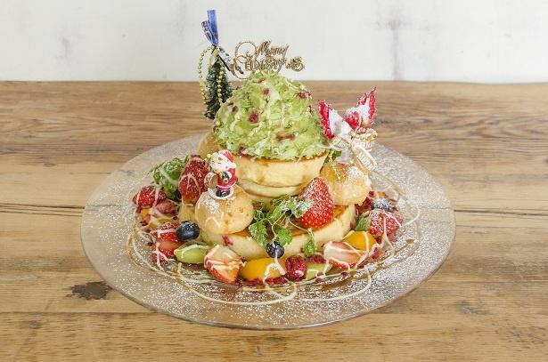 【写真を見る】毎年人気のクリスマス期間限定パンケーキとなっている
