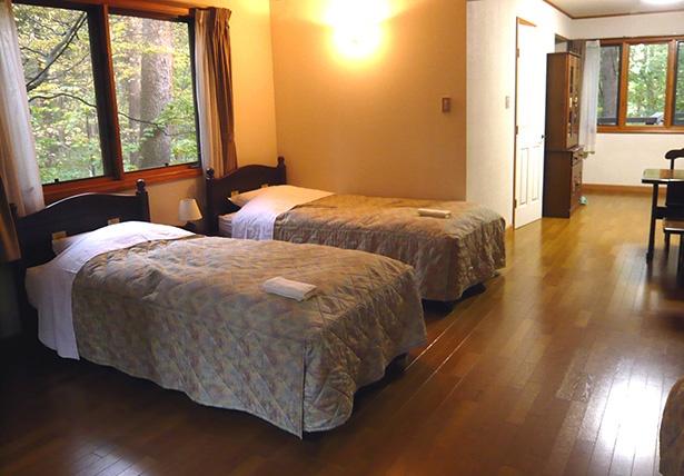 4室あるコテージの洋室は定員4名。このほかに定員6名の和室が2室あり、そちらは1時間単位での利用も可能。趣味の集まりや会合にも利用できる