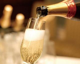 サラべス名古屋店に2017年12月1日(金)からスパークリングワインの飲み放題プランが登場!