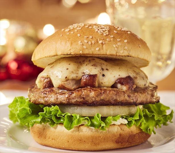 フレッシュネスバーガーに「ポルチーニトリュフチーズバーガー」(税抜880円)登場!ポルチーニ茸や、トリュフと2種のチーズのソースを使用した贅沢なバーガー