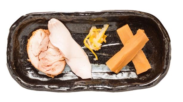「極~kiwami~」。鶏チャーシューなどの具は別皿だ。