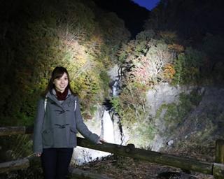 静岡・梅ヶ島温泉郷で地元美女が大はしゃぎ 1/40