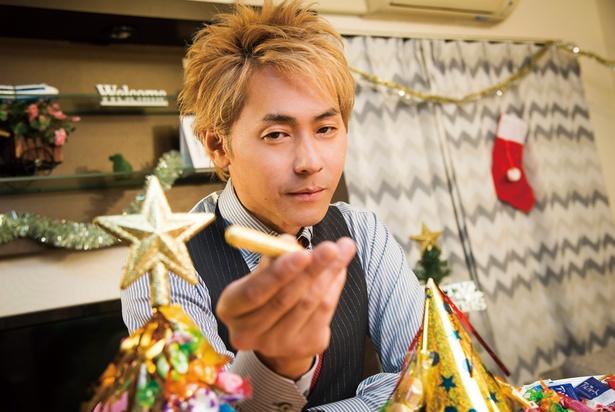 【写真を見る】昔はすごくクリスマスを意識していたと話す、ヒロシさん