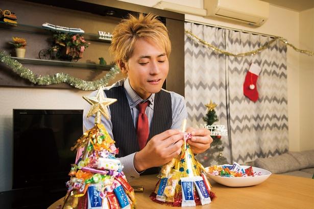 クリぼっちのヒロシさん、手作りクリスマスツリーに挑戦!