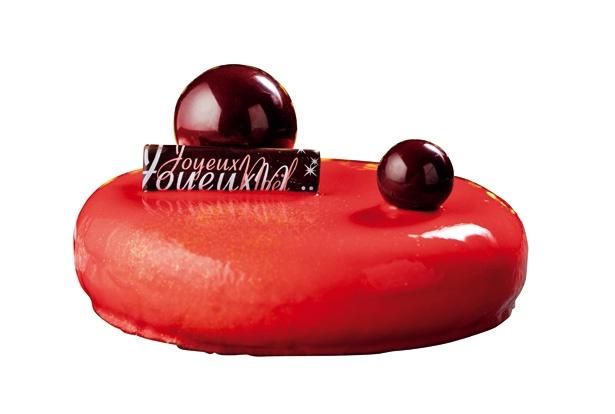 【写真を見る】ヒルトン東京お台場「イチゴとマキベリーのオペラ」(3672円、予約限定)