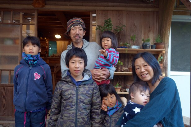 内山家全員集合!昭和の古き良き家庭のよう