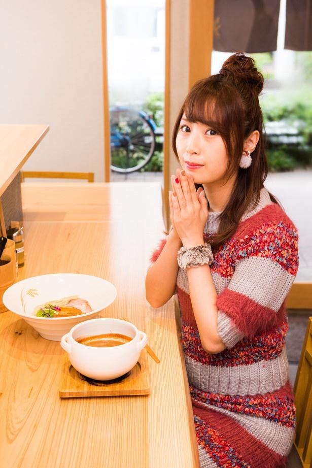 【写真を見る】「熱々のスープから、魚介のいい香りが! 早く食べたいよぅ」
