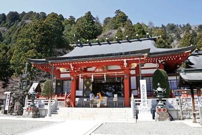 創建は紀元前の崇神天皇の時代と伝えられている大山阿夫利神社。写真は、ケーブルカー阿夫利神社駅のそばにある下社