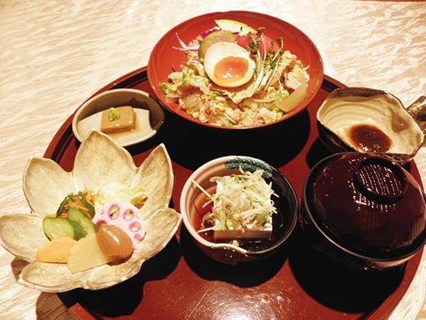 「夢心亭」の豆腐づくし大和豚 ゆば丼セット1814円