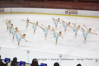 【写真を見る】都民体育大会にて、神宮Ice Messengersの演技。全員でスパイラル