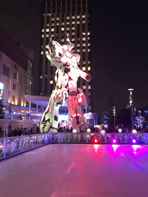 実物大ユニコーンガンダム立像は屋外展示のため、独特の雰囲気を醸し出している