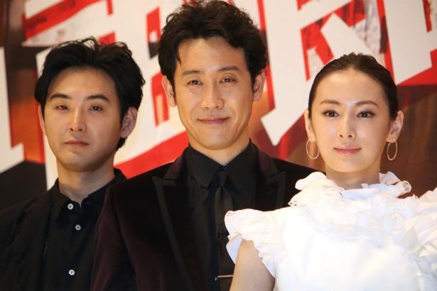 『探偵はBARにいる3』の舞台挨拶に登壇した大泉洋、松田龍平、北川景子