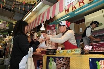 マルヤ製菓は、仲見世商店街の入口にある創業40年の老舗。約35種類そろう大判焼きは町田名物