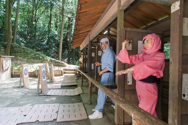 本格的な手裏剣体験ができる手裏剣道場(300円/8枚)/甲賀の里 忍術村