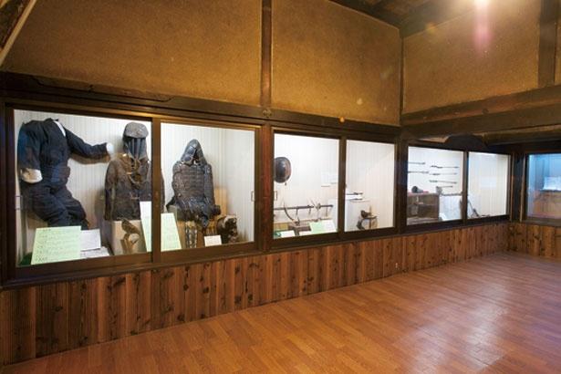 「萬川集海」などを展示する甲賀忍術博物館/甲賀の里 忍術村