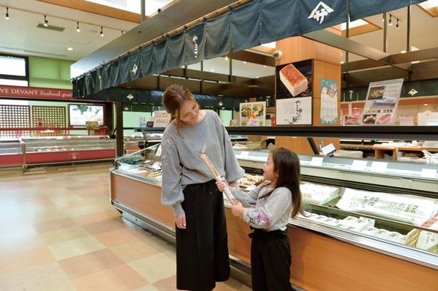 見学後は直売店とショップでお買い物/ヤマサ蒲鉾株式会社