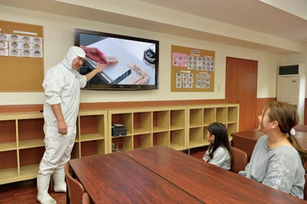 体験の前にビデオで作り方と仕組みを予習/ヤマサ蒲鉾株式会社