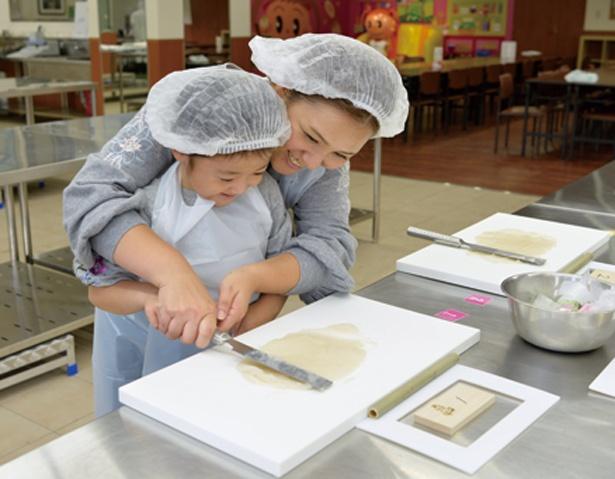 小学3年生くらいから1人で作れる目安だが、4歳から参加可能/ヤマサ蒲鉾株式会社
