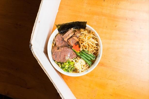 「磯の浜ラーメン」(1490円)。無料試食券では「白菜と豚肉のラーメン」(896円)を食べることが出来る。