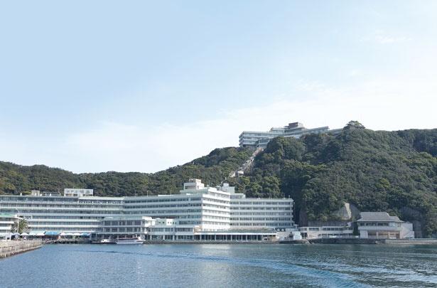 勝浦観光桟橋からホテルまでは連絡船(無料)で/ホテル浦島