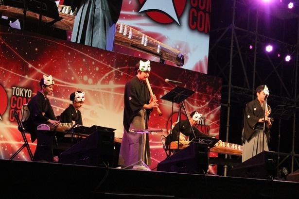 和楽器で構成されたバンドが「ルパン三世のテーマ」などを演奏
