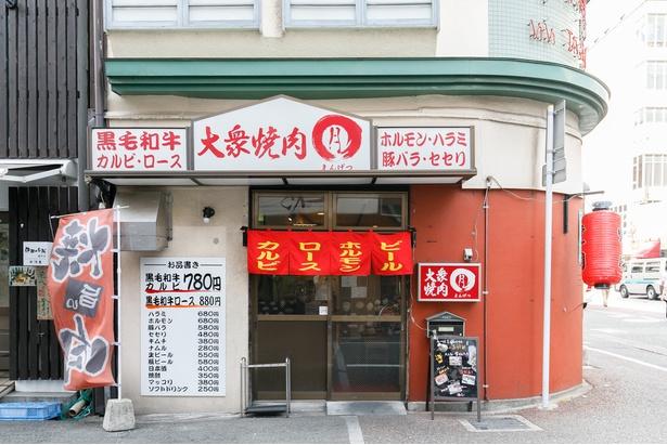 店は福岡一の繁華街・中洲のド真ん中、「中洲中央通り」内に建つ