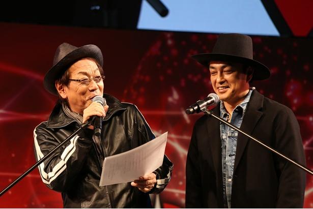 立ち見が出るほどの盛況ぶりに興奮気味の堀内賢雄(左)と三上哲(右)。緊張しながらも「シャークネード ワールド・タイフーン」の生吹き替えを披露した