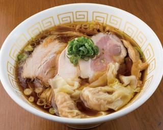 プリプリのエビの食感の喉越しがいい「海老わんたん醤油らぁ麺」(950円)
