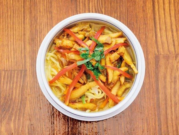 素朴で優しい味わいが魅力の麺料理「チキントゥクパ」(500円)
