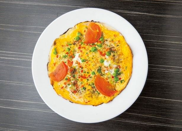 モチモチした米粉の皮に、カラフルな野菜オムレツがオン!「ミックスチャタマリ」(550円)
