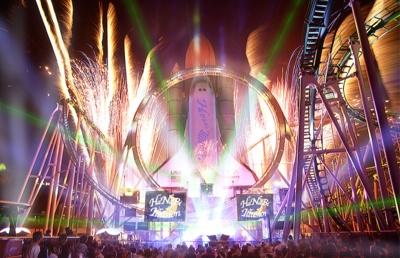 12月31日(日)に開催される「グランドフィナーレ2017」。かつて絶大なる人気を誇ったショーが一夜限りの復活!! 音楽と花火と光がシンクロするさまは必見