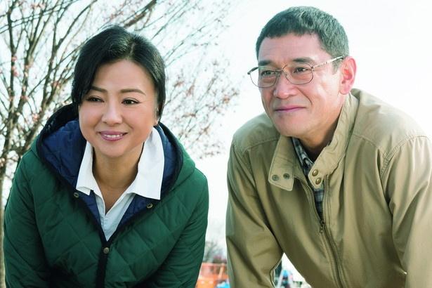 """杉本哲太&薬師丸ひろ子が麻衣の両親役に。眠り続ける娘の傍らで、""""他人""""である尚志とぎこちなくもまっすぐに絆を深めていく姿が胸を打ちます"""