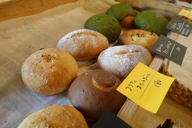 中峯さん手作りの玄米酵母パンの数々