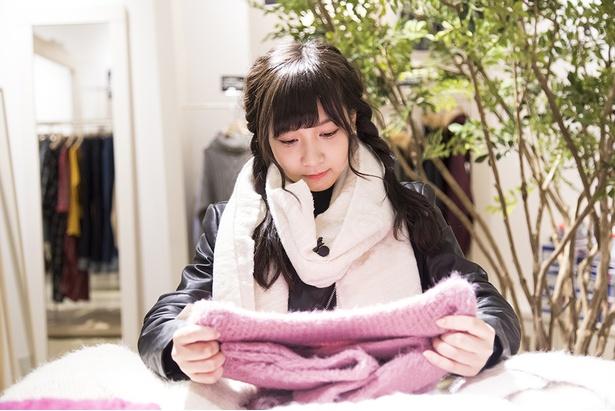 「ふわふわ〜♪冬だから、あえてこんな明るめの色もいいかも」(太田)