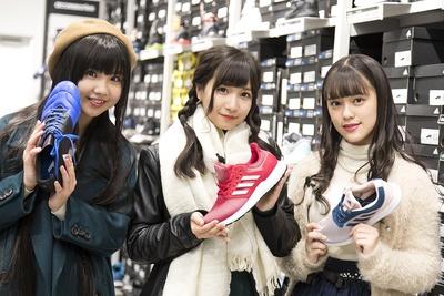 それぞれのメンバーカラーのシューズをチョイス。「シューズもバリエーション豊富!」(太田)