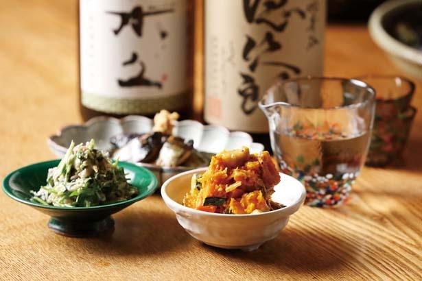 【写真を見る】「かぼちゃと生麩の味噌マヨ和え」(590円・手前右)など/お数家 いしかわ